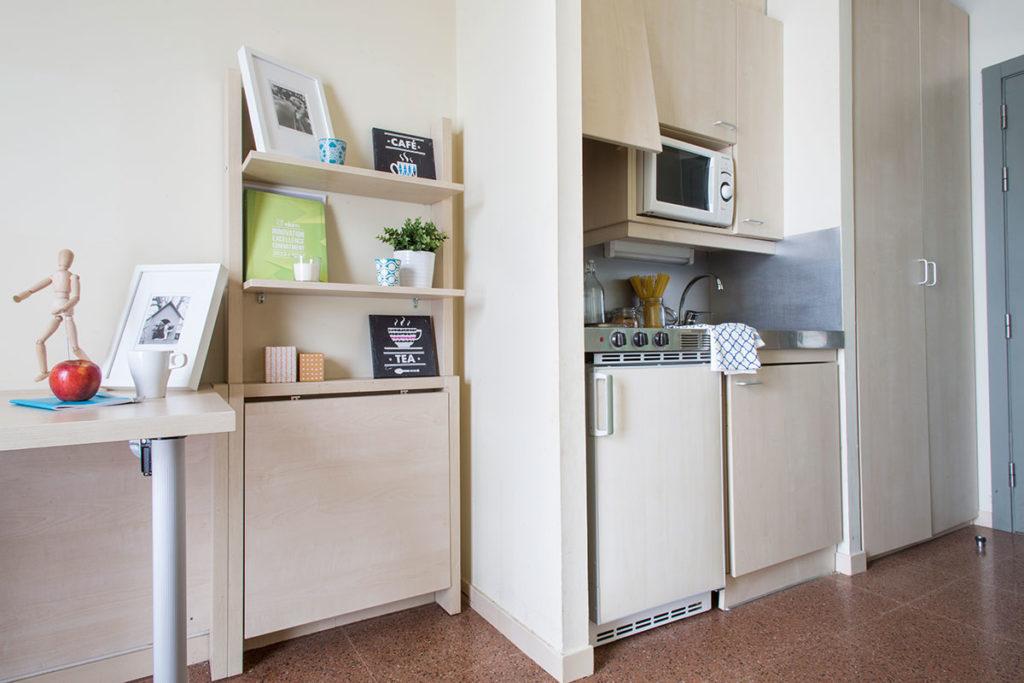 habitacion individual cocina resa bilbao