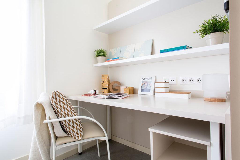 habitación resa madrid escritorio