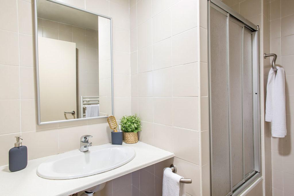 habitación baño resa upv